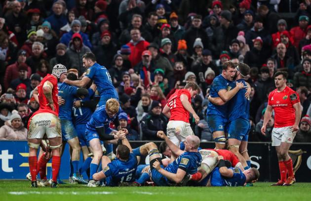 Leinster celebra el pitido final.