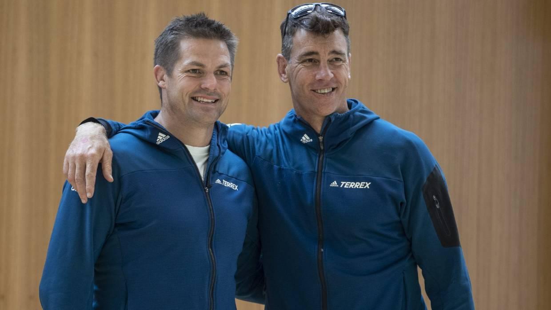 El jefe de NZRPA, Rob Nichol, a la derecha, dice que los jefes de rugby han estado haciendo planes de contingencia tentativos durante semanas