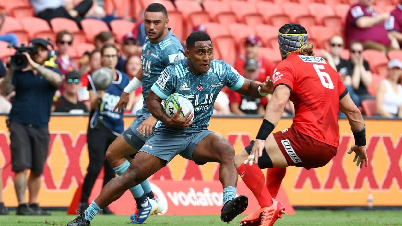 Sevu Reece de los cruzados tiene la defensa de los rojos adivinando en Brisbane